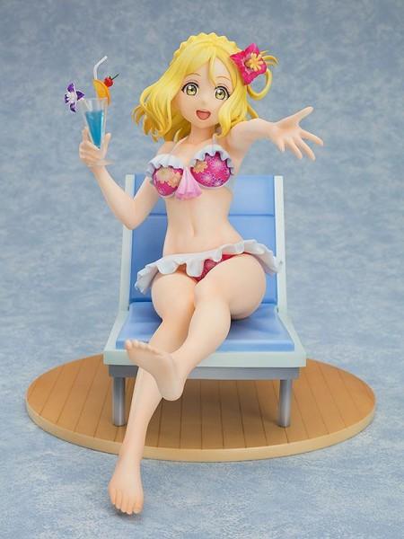 Zur Anime-Serie Love Live!Sunshine!! kommt diese detailreiche Statue von Mari Ohara. Die aus PVC gefertigte Statue kommt im Maßstab 1/7 und ist ca. 15 cm groß. Sie wird mit ansprechender Base in einer bedruckten Fensterbox geliefert.