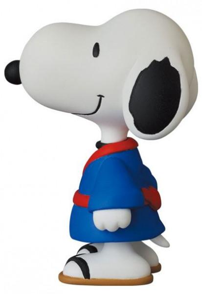 """Aus Medicoms beliebter UDF (Ultra Detail Figure) Reihe kommt diese detailreiche Minifigur aus dem Cartoon-Klassiker """"Peanuts"""". Sie ist ca. 7 cm groß und wird in einer Blisterverpackung geliefert."""