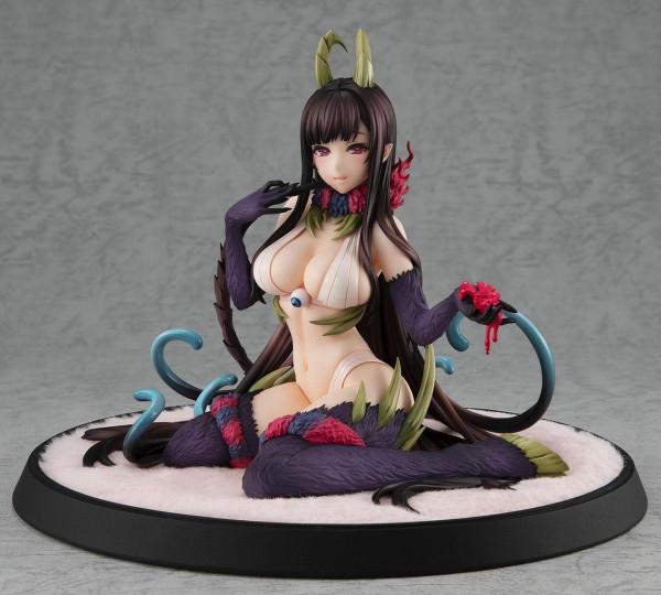 Zum japanischen Anime ´The Sister of the Woods with a Thousand Young´ kommt diese detailreiche PVC Statue. Sie kommt im Maßstab 1/8 und ist ca. 15 cm groß.Geliefert wird die reizende Statue inkl. Base in einer klassischen Fenster-Box.