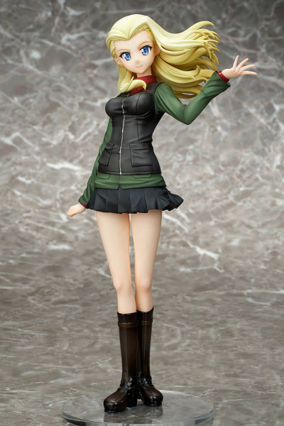 Zum Anime ´Girls und Panzer der Film´ kommt diese detailreiche PVC Statue von Klara im Maßstab 1:7. Sie ist ca. 24 cm gross und wird mit Base in einer Fensterbox geliefert.