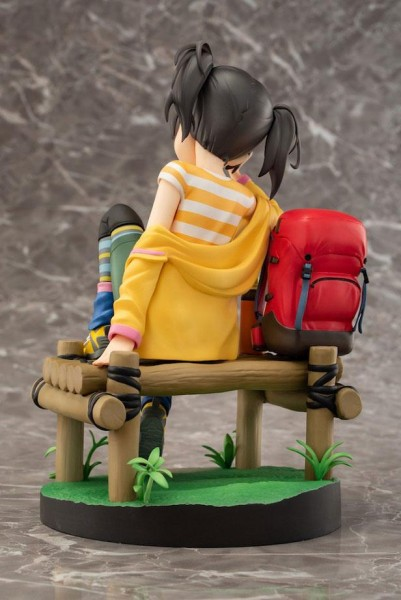 Zur japanischen Anime Serie ´Yama no Susume´ kommt diese detailreiche PVC Statue von Hinata Kuraue. Sie kommt im Maßstab 1/7 und ist ca. 19 cm groß.Geliefert wird die Statue inkl. Base in einer klassischen Fenster-Box.