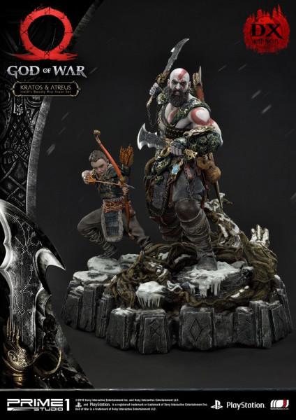 """Prime 1 Studio präsentiert diese fantastische Statue von Kratos & Atreus aus dem Videospiel """"God of War (2018)"""". Die Statue ist ca. 72 x 54 x 52 cm groß und wurde aus hochwertigem Polystone gefertigt. Sie verfügt außerdem über eine LED-Leuchtfunktion in M"""