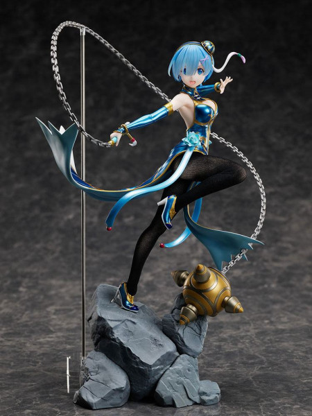 "Zum Anime ""Re:ZERO -Starting Life in Another World-"" kommt diese detailreiche PVC Statue im Maßstab 1/7. Sie ist ca. 30 cm groß und wird in einer Fensterbox geliefert."