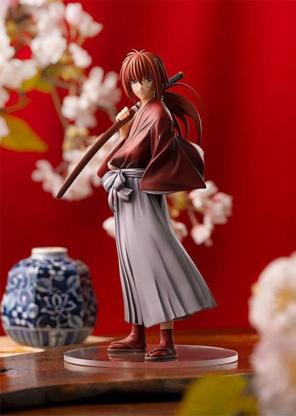 """Zum Anime """"Rurouni Kenshin"""" kommt diese detailreiche PVC Statue. Sie ist ca. 17 cm groß und wird mit Base in einer Fensterbox geliefert."""