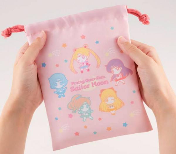 Zur beliebten Anime-Serie ´Sailor Moon´ kommt dieser Pack mit 8 super-niedlichen Sammelfiguren. Jede Figur ist ca. 5 cm groß.Das limitierte Set kommt inklusive einem schönem Stoffbeutel.